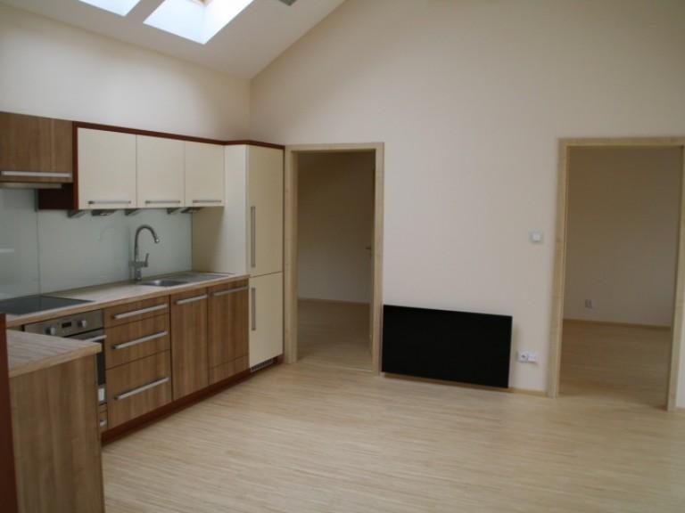 Kuchyn_vchod_do_pokoju